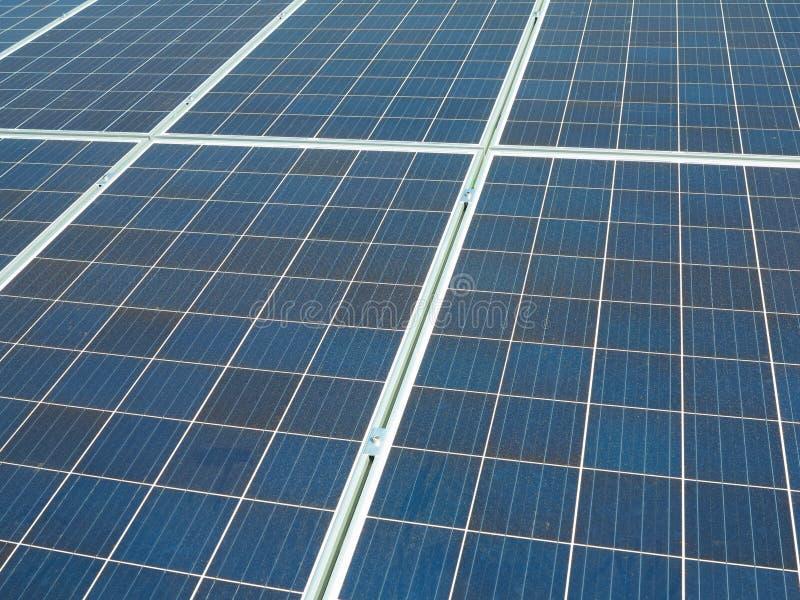 蓝色太阳电池板,photovoltaics摘要纹理供选择的电来源 图库摄影