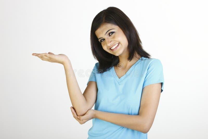 蓝色女孩愉快的衬衣t 免版税库存图片