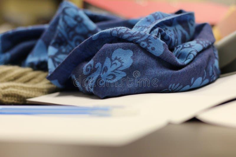 蓝色女性围巾 免版税库存图片