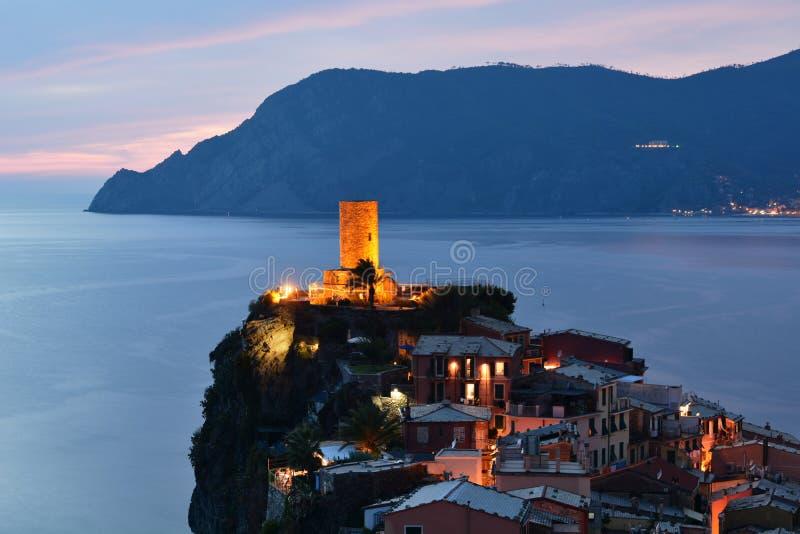 蓝色小时在韦尔纳扎 拉斯佩齐亚省 利古里亚 意大利 免版税库存图片