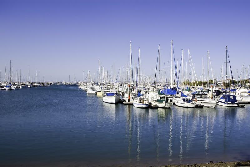 蓝色小船港口 库存照片