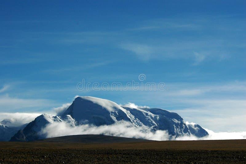 蓝色山天空雪 图库摄影