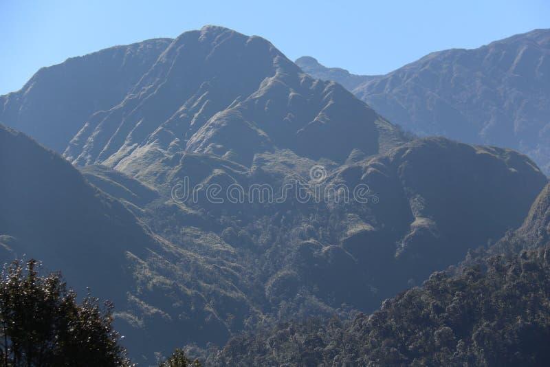 蓝色山天空 库存照片