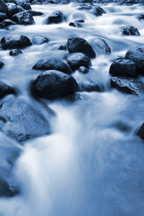 蓝色岩石流 免版税库存图片