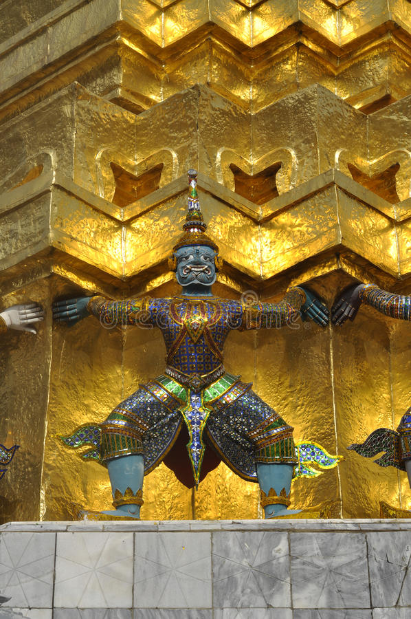 蓝色巨人巨型泰国装载 免版税库存照片