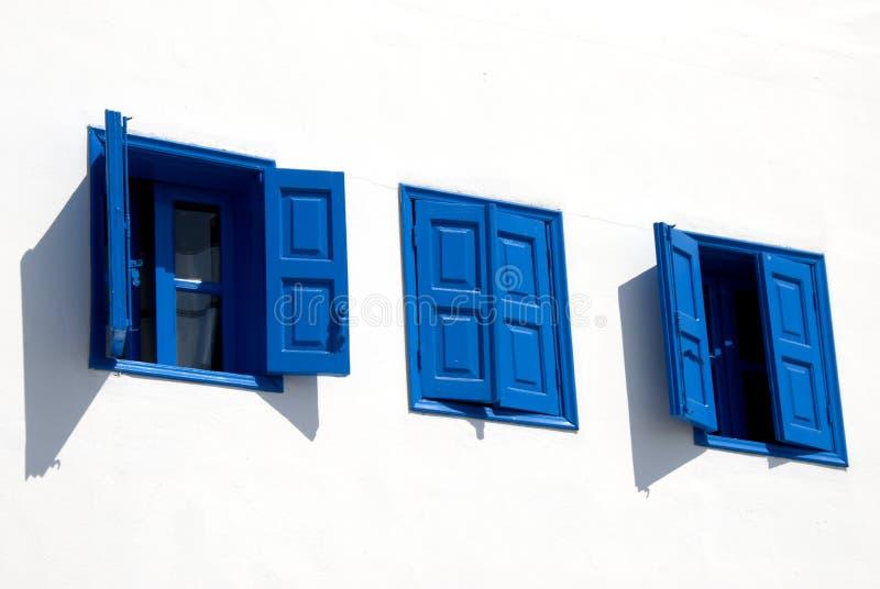 蓝色希腊视窗 免版税库存照片
