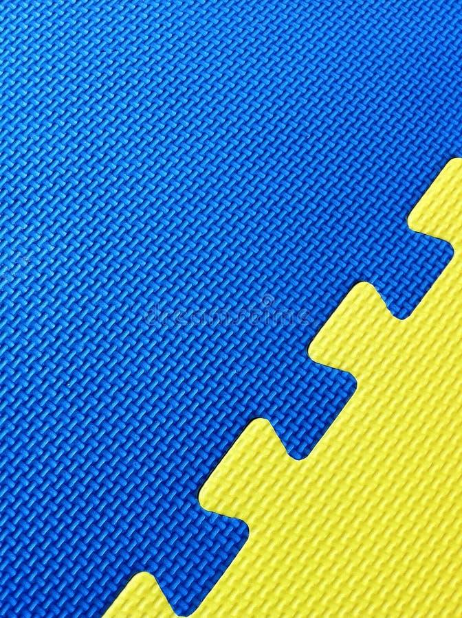 蓝色席子黄色 库存照片