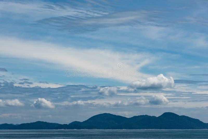 蓝色平静的海景 免版税图库摄影