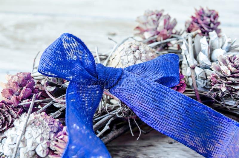 Download 蓝色弓圣诞节 库存图片. 图片 包括有 生日, 丝带, 循环, 纺织品, liston, 季节, 设计, 当事人 - 62535717
