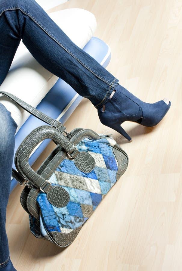 蓝色手袋鞋子 免版税库存图片
