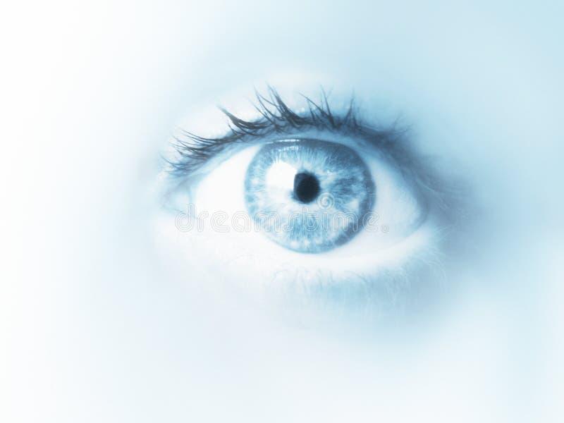 蓝色接近的眼睛口气 免版税库存图片