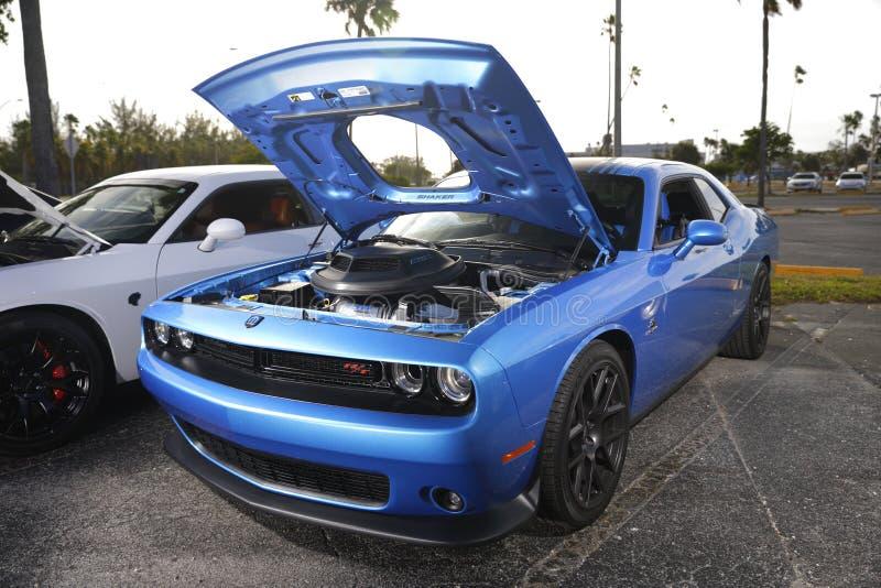 蓝色推托挑战者肌肉汽车 免版税库存图片