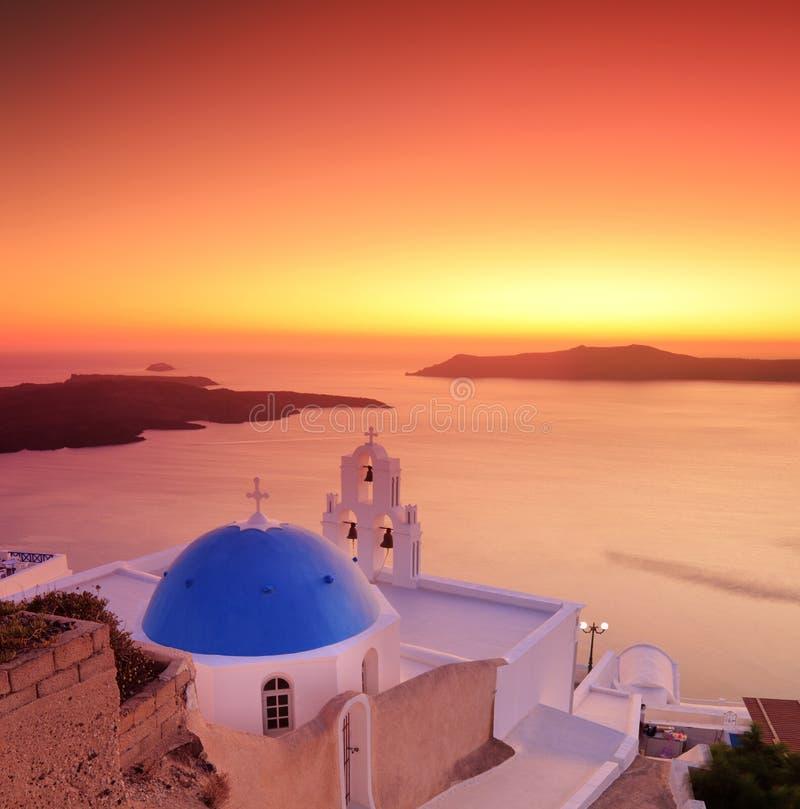 蓝色教会圆顶海岛santorini 免版税图库摄影