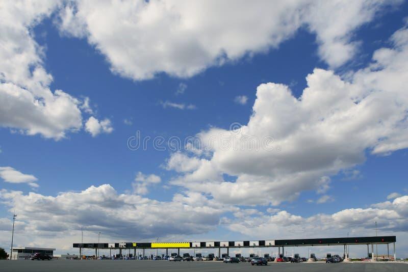 蓝色日欧洲机动车路路晴朗的通行费 免版税库存图片