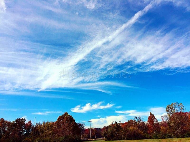 蓝色明亮的天空 图库摄影