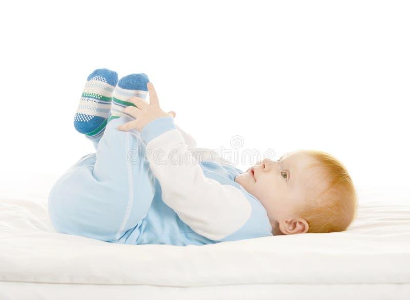 蓝色服装的可爱的男婴 免版税库存图片