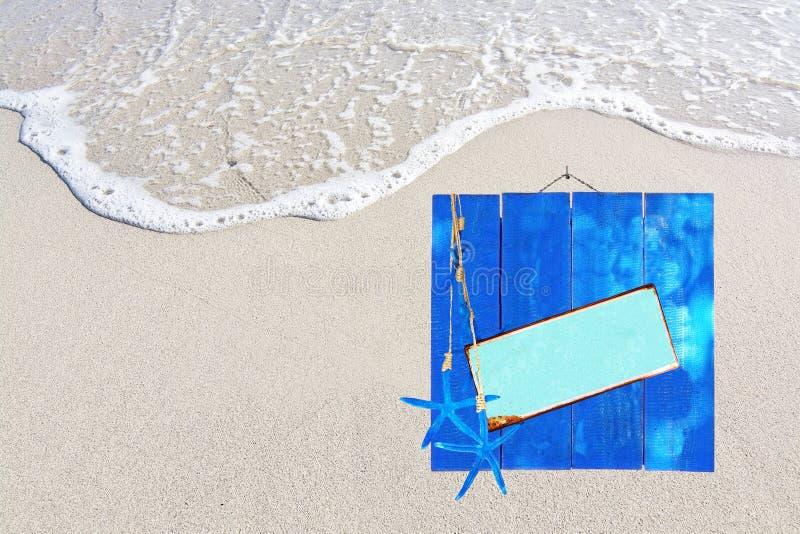 蓝色木板条和金属背景间隔海滩夏天题材 库存图片