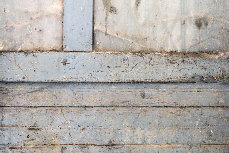 蓝色木板条的门被绘 库存照片