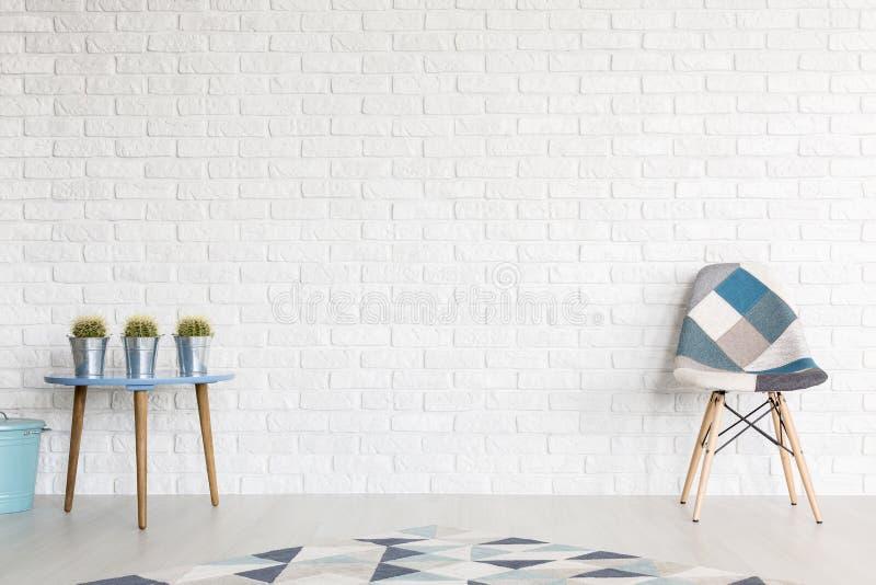 蓝色树荫在现代interior& x27的; s装饰 库存图片