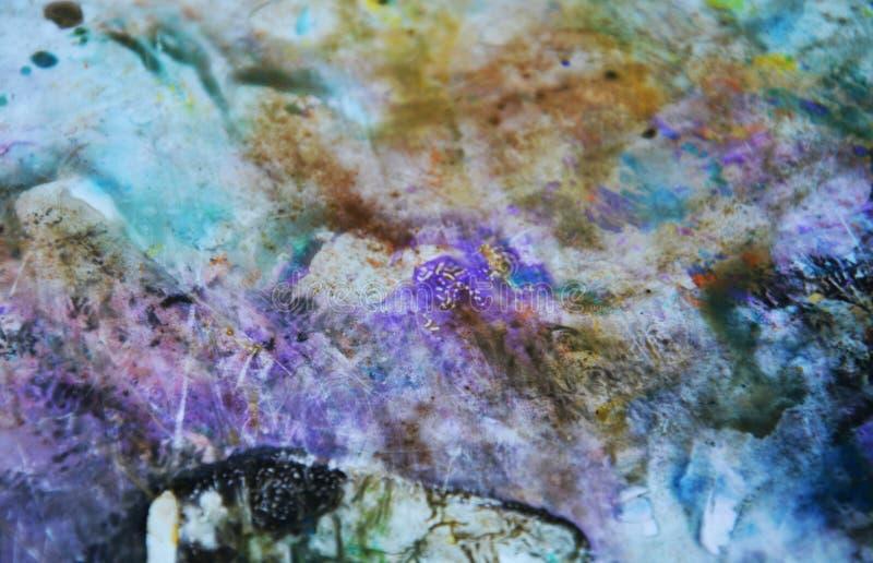 蓝色桃红色绿色黑暗的淡色,明亮的淡色油漆丙烯酸酯的水彩背景,五颜六色的纹理 库存照片