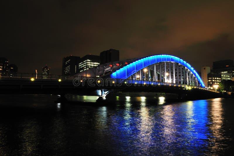 蓝色桥梁晚上 库存图片