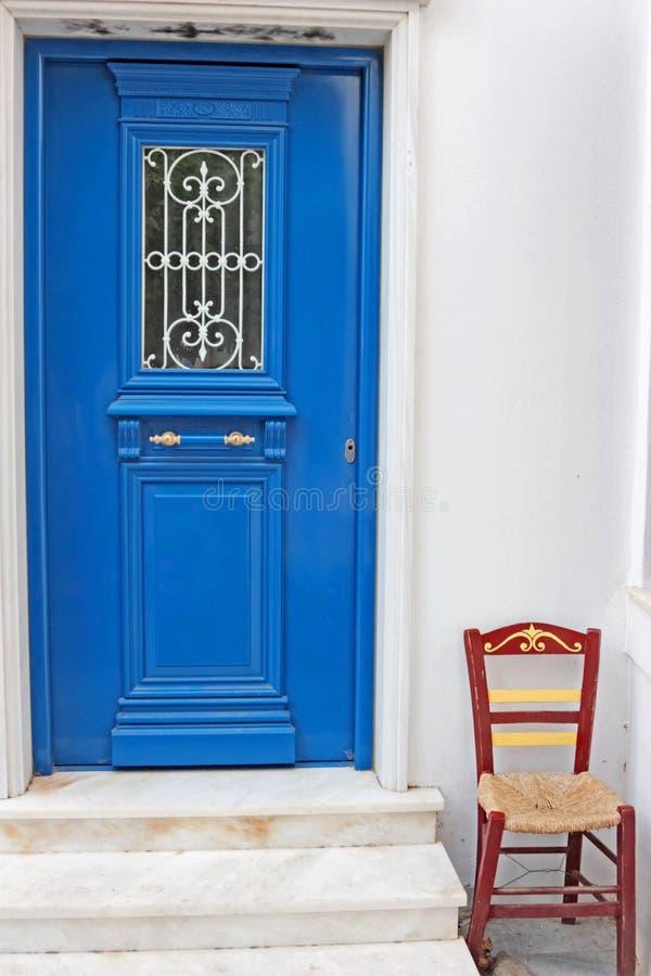 蓝色椅子门 图库摄影