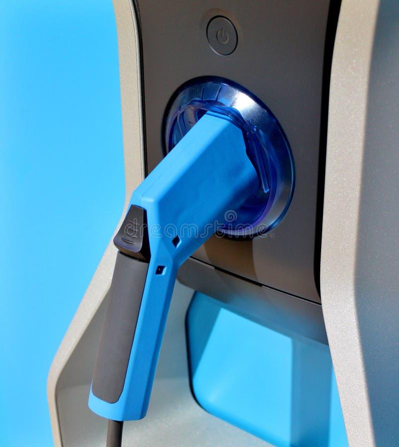 蓝色气泵机器和燃料枪 免版税图库摄影