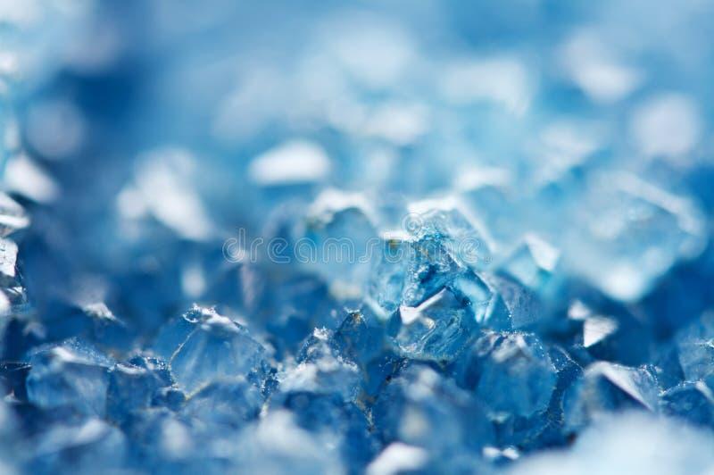 蓝色水晶美好的纹理  矿物它的被弄脏的自然本底 冬天美好的背景 图库摄影