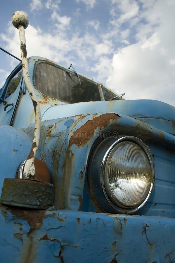 蓝色汽车塑造了老 免版税库存图片