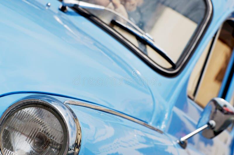 蓝色汽车葡萄酒 库存照片