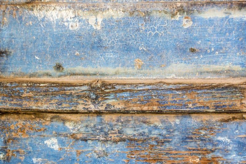 蓝色油漆呈杂色的木门 免版税库存图片