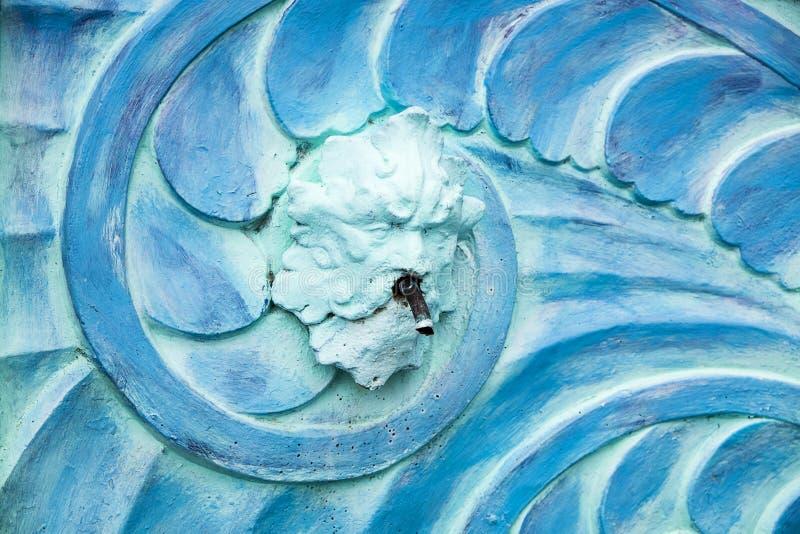 蓝色波塞冬艺术装饰喷泉 免版税库存照片