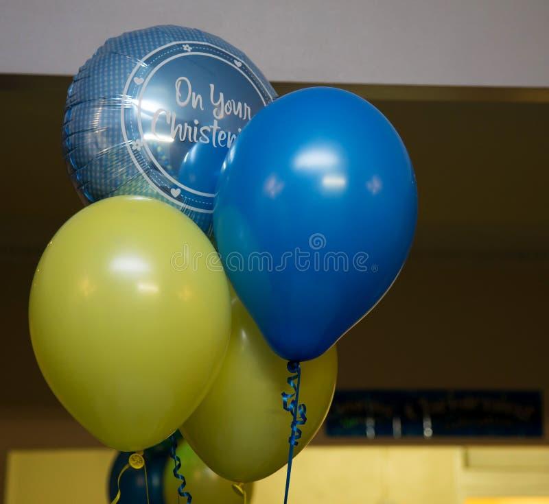 蓝色洗礼仪式的baloons两和两黄色 库存照片