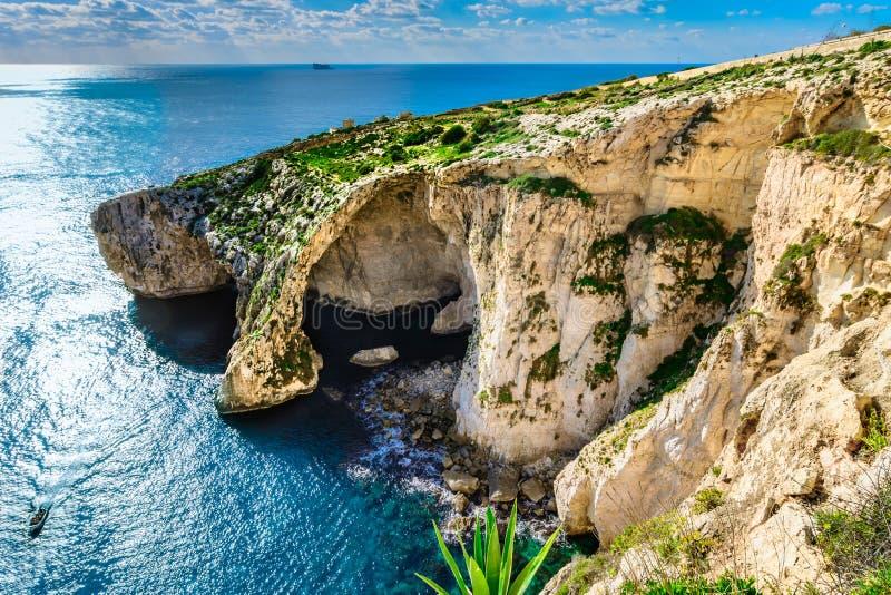 蓝色洞穴,马耳他自然地标一  免版税图库摄影