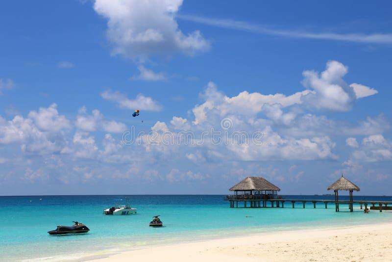 蓝色海和喷气机滑雪漂浮在海的,看法propical 免版税库存照片