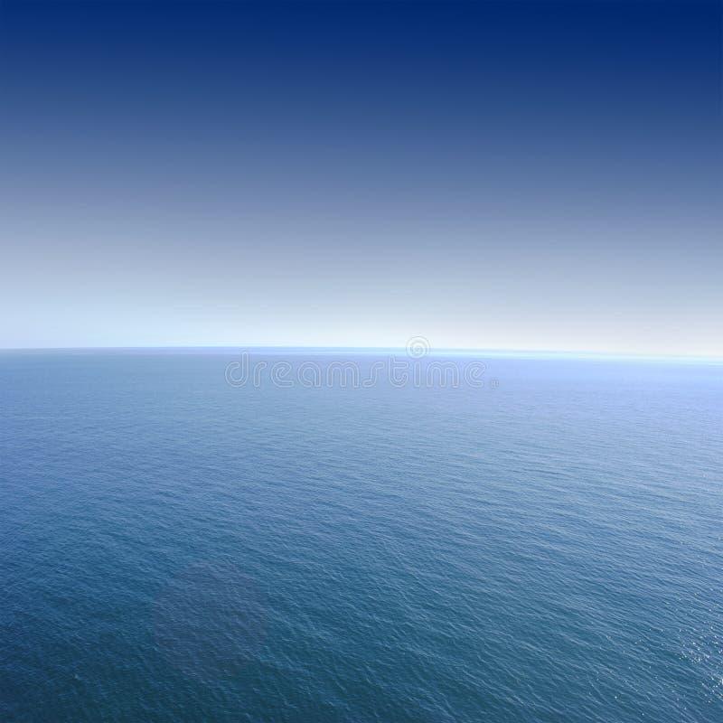 蓝色海和完善的天空 免版税库存照片