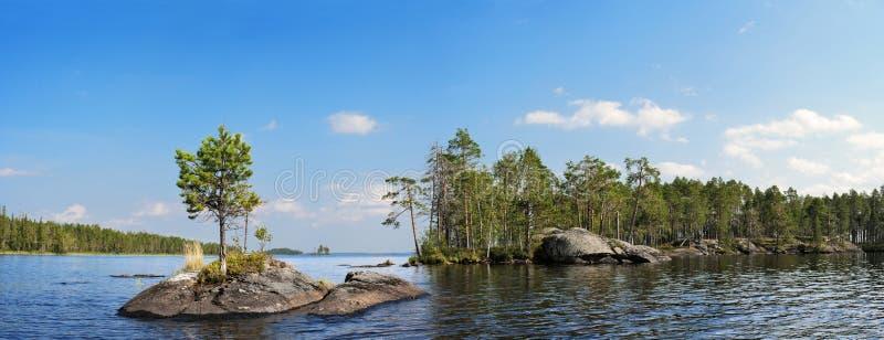 蓝色海岛湖岩石 图库摄影