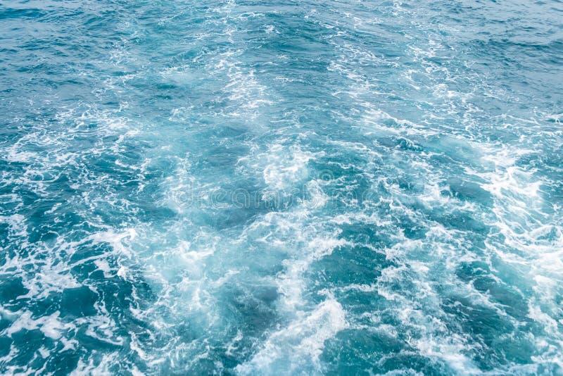 蓝色海挥动摘要 库存照片