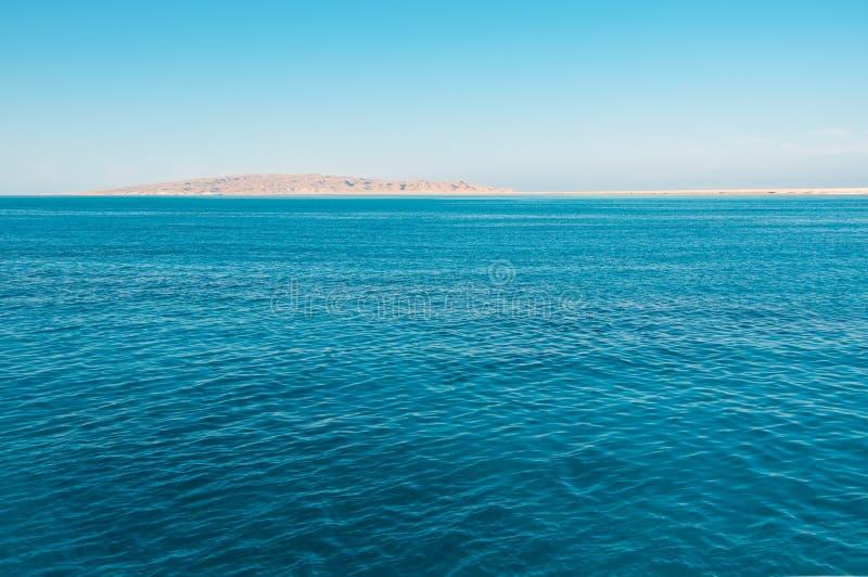 蓝色海运和海岛 图库摄影