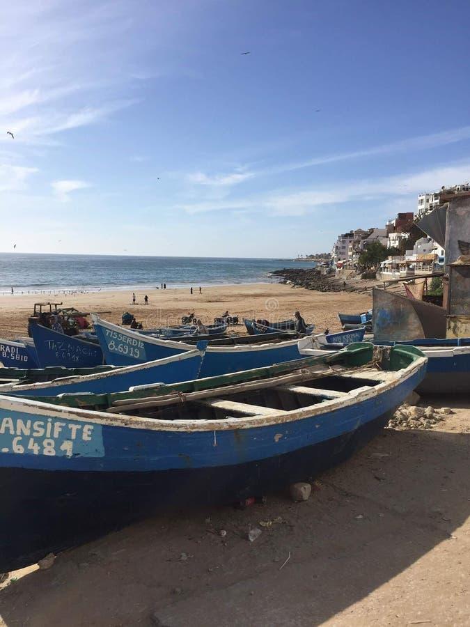 蓝色海阿加迪尔摩洛哥taghazout 海浪巴巴里人 库存图片