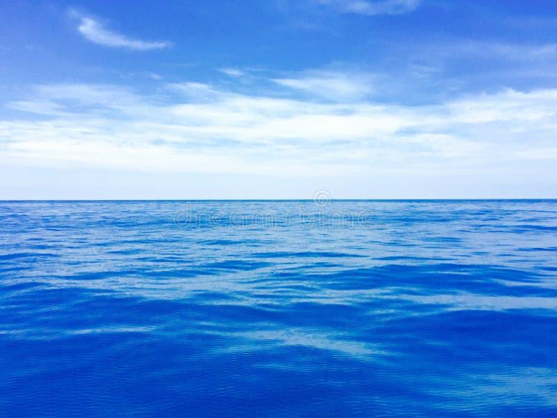 Download 蓝色深海 库存图片. 图片 包括有 深深, 海洋, 菲律宾, 西方, 蓝色 - 59104735