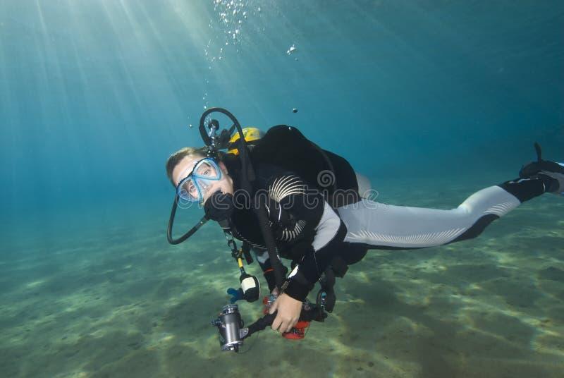 蓝色清楚的潜水员女性水年轻人 库存图片