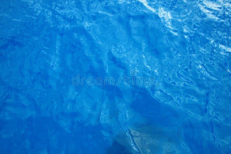 蓝色清楚的水 免版税库存图片