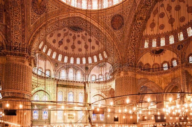 蓝色清真寺伊斯坦布尔,苏丹ahmet清真寺装饰内部  库存照片
