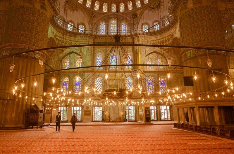 蓝色清真寺内部广角看法在伊斯坦布尔,土耳其 免版税库存图片