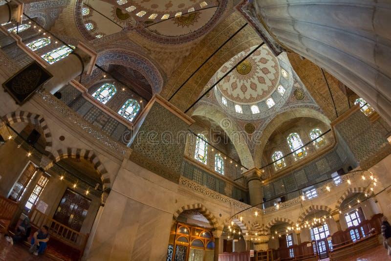 蓝色清真寺Sultanahmet清真寺的室内装璜 免版税库存图片