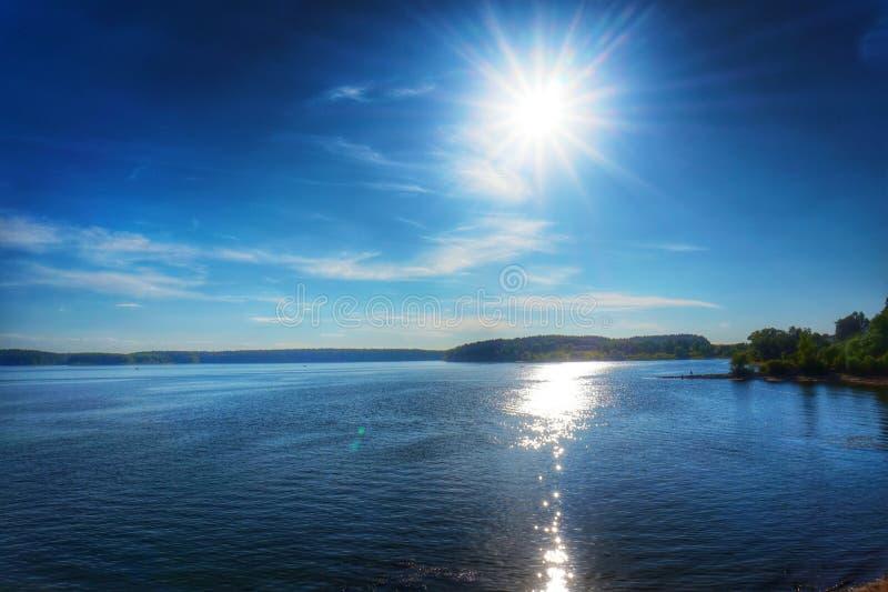 蓝色湖 免版税库存照片