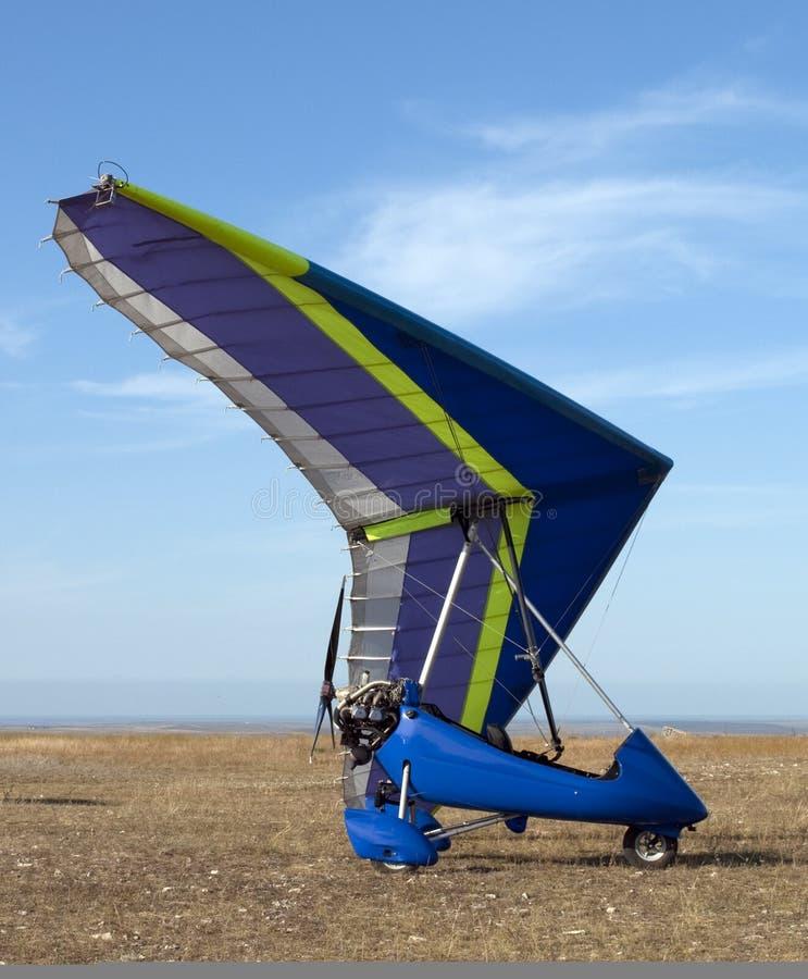 蓝色滑翔机吊 图库摄影