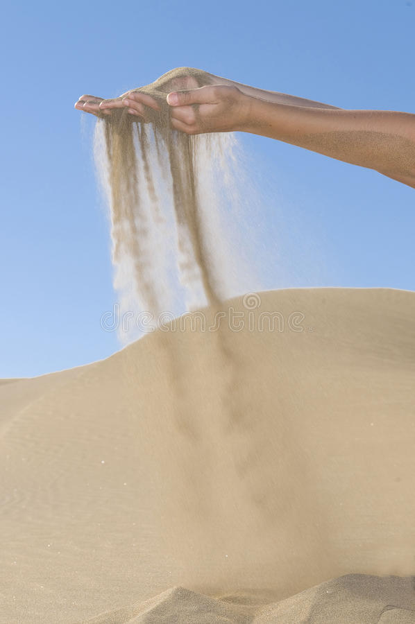 蓝色滴下的现有量沙子天空 库存图片