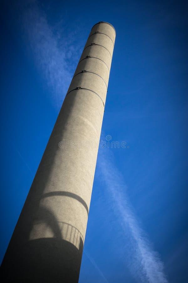 蓝色烟囱天空 免版税库存照片